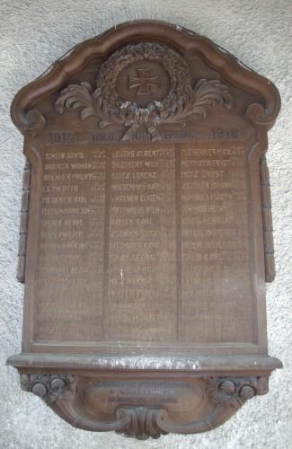 Gedenktafel am Eingang zum Pfarrhof der Christuskirche